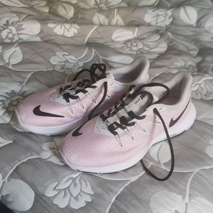 Nike women's 7.5 pink black white running NWOT